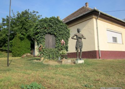 Balatonendréd világháborús emlékmű 2013.08.23. küldő-kalyhas (1)