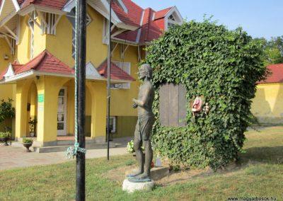 Balatonendréd világháborús emlékmű 2013.08.23. küldő-kalyhas (6)