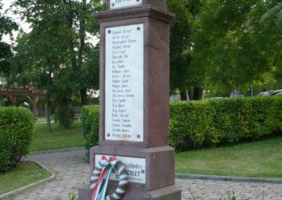 Balatonfüred- Balatonarács világháborús emlékmű 2010.05.29. küldő-Sümec