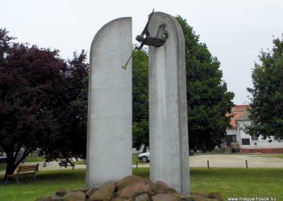 Balatonfőkajár II. világháborús emlékmű 2015.06.19. küldő-Méri (3)