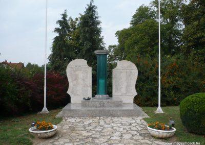 Balatonkeresztúr-Balatonmáriafürdő világháborús emlékmű 2009.09.17. küldő-Sümec (1)
