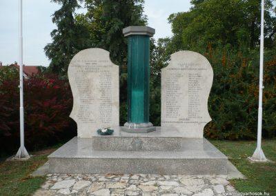 Balatonkeresztúr-Balatonmáriafürdő világháborús emlékmű 2009.09.17. küldő-Sümec (2)
