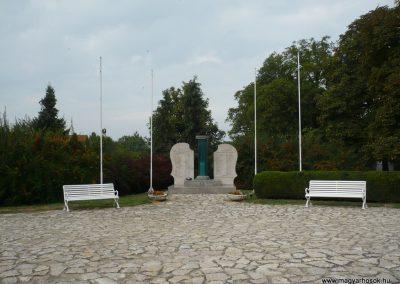 Balatonkeresztúr-Balatonmáriafürdő világháborús emlékmű 2009.09.17. küldő-Sümec