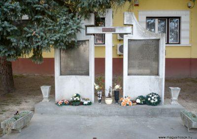 Balatonmagyaród világháborús emlékmű 2012.04.11. küldő-Sümec (2)