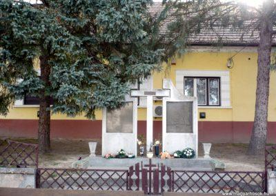 Balatonmagyaród világháborús emlékmű 2012.04.11. küldő-Sümec