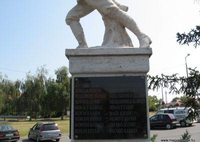 Balatonszárszó I.vh emlékmű 2007.08.06. külő-Kályhás (3)