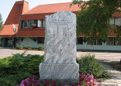 Balatonszárszó II.vh emlékmű 2007.08.06. küldő-Kályhás (1)