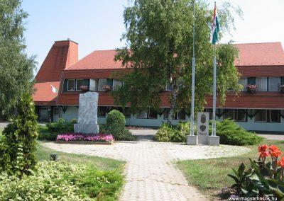 Balatonszárszó II.vh emlékmű 2007.08.06. küldő-Kályhás