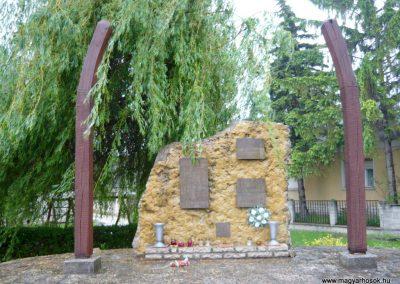 Balatonszőlős II.vh emlékmű 2010.05.15. küldő-Sümec