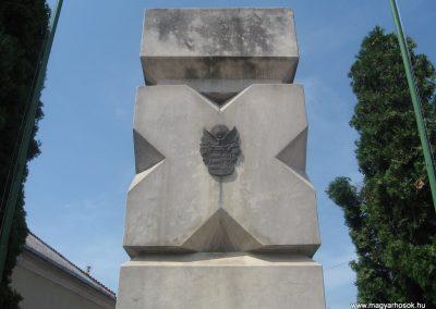 Balkány II.vh emlékmű 2009.07.02.küldő-kalyhas (2)