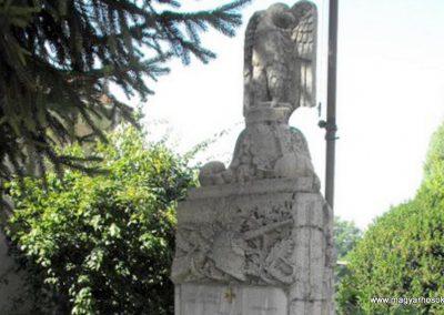 Balogunyom világháborús emlékmű 2009.09.02. küldő-Gyurkusz (2)