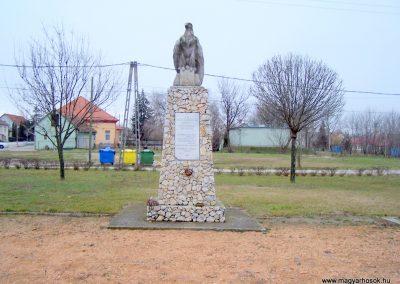 Baracska II. világháborús emlékmű 2013.02.03. küldő-Horváth Zsolt (3)