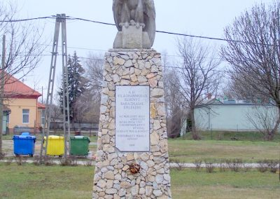 Baracska II. világháborús emlékmű 2013.02.03. küldő-Horváth Zsolt
