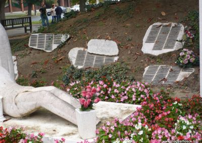 Barcs világháborús emlékmű 2009.09.15. küldő-Sümec (3)