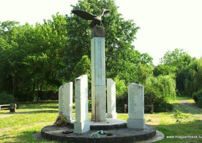 Battonya világháborús emlékmű 2012.06.04. küldő- G.K. (4)