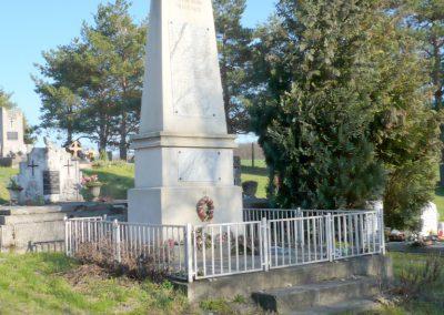 Bazsi világháborús emlékmű 2013.04.14. küldő-Sümec
