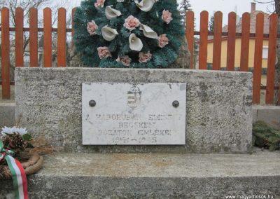 Becske világháborús emlékmű 2012.03.08. küldő-kalyhas (4)