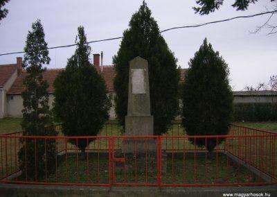 Bejcgyertyanos a régi vh emlékmű 2008.01.27.küldő-Tamás2 (4)