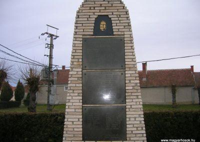 Bejcgyertyanos vh emlékmű 2008.01.27.küldő-Tamás2 (1)