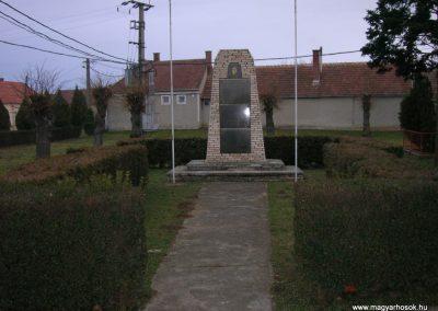 Bejcgyertyanos vh emlékmű 2008.01.27.küldő-Tamás2