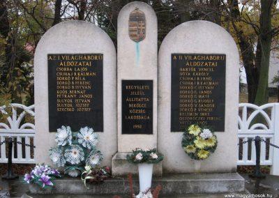 Bekölce világháborús emlékmű 2007.10.24. küldő-kalyhas (2)