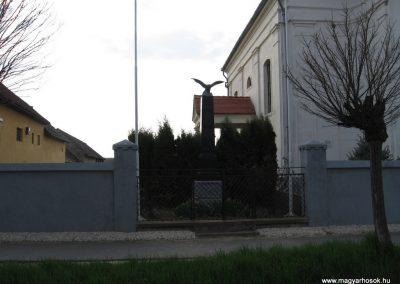 Beleg világháborús emlékmű 2009.04.05. küldő-kalyhas