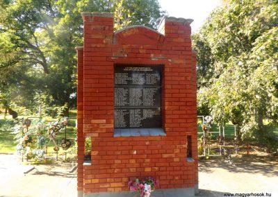 Beregsurány II. világháborús emlékmű 2016.09.27. küldő-kalyhas (2)