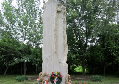 Berekfürdő hősi emlékmű 2013.05.25. küldő-kalyhas (11)
