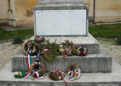 Berettyóújfalu világháborús emlékmű 2008.12.30.küldő-Ágca (2)