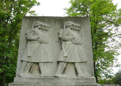 Berhida-Peremarton világháborús emlékmű 2010.05.30. küldő-Sümec (1)