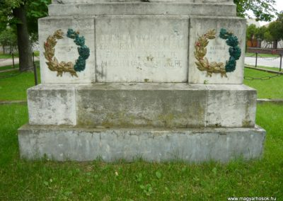 Berhida-Peremarton világháborús emlékmű 2010.05.30. küldő-Sümec (2)