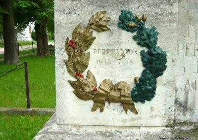 Berhida-Peremarton világháborús emlékmű 2010.05.30. küldő-Sümec (3)