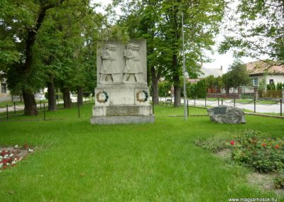 Berhida-Peremarton világháborús emlékmű 2010.05.30. küldő-Sümec