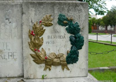 Berhida-Peremarton világháborús emlékmű 2010.05.30. küldő-Sümec (5)