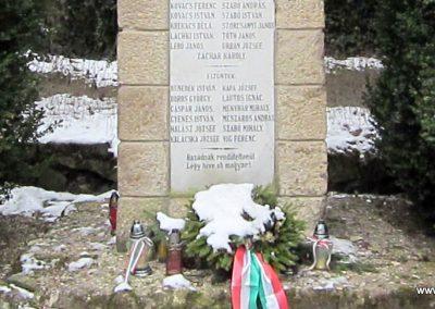 Bernecebaráti világháborús emlékmű 2013.03.18. küldő-kalyhas (10)