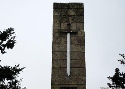Bernecebaráti világháborús emlékmű 2013.03.18. küldő-kalyhas (2)