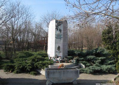 Besenyszög II.vh emlékmű 2008.02.27. küldő-Kályhás