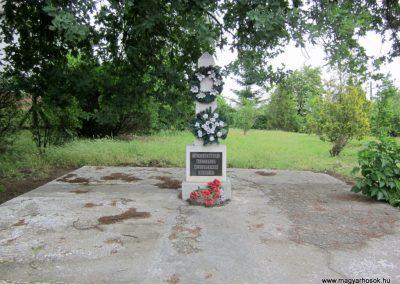Beszterec világháborús emlékmű 2013.05.23. küldő-kalyhas (1)