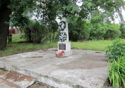 Beszterec világháborús emlékmű 2013.05.23. küldő-kalyhas (3)
