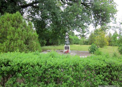 Beszterec világháborús emlékmű 2013.05.23. küldő-kalyhas