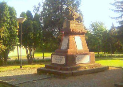 Bicsérd világháborús emlékmű 2012.05.17. küldő-KRySZ