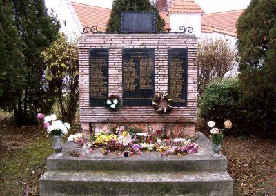 Bodajk vh-s emlékmű 2006.11.19.küldő-Krisztián József