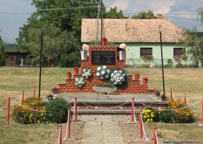 Bodolyabér II.vh emlékmű 2007.08.04.küldő-Kályhás