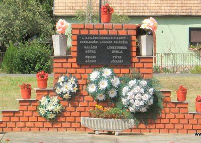 Bodolyabér II.vh emlékmű 2007.08.04.küldő-kalyhas (1)