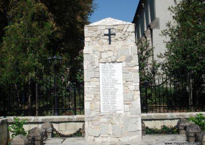 Bodrogkisfalud világháborús emlékművek 2012.08.01. küldő-megtorló (2)