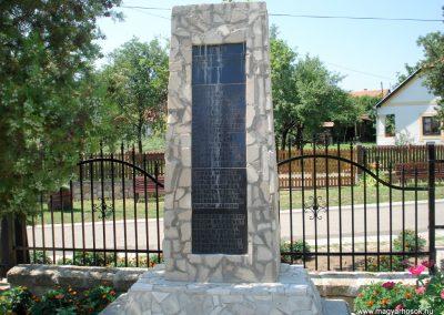 Bodrogkisfalud világháborús emlékművek 2012.08.01. küldő-megtorló (4)
