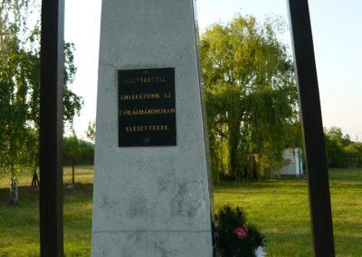 Bodrogolaszi világháborús emlékmű 2009.05.09.küldő-Ágca (3)