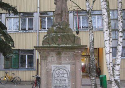 Bogács I.vh.emlékmű.2007.03.09. küldő-Kályhás