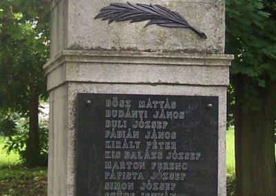Bogád világháborús emlékmű 2009.06.11.küldő-Horváth Zsolt (8)