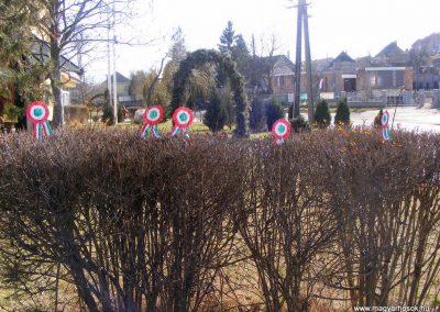 Bokod világháborús emlékmű megemlékezés után 2012.03.16. küldő-Méri (1)